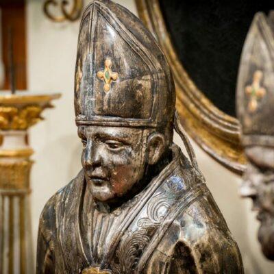 Coppia di busti porta reliquia in legno argentato