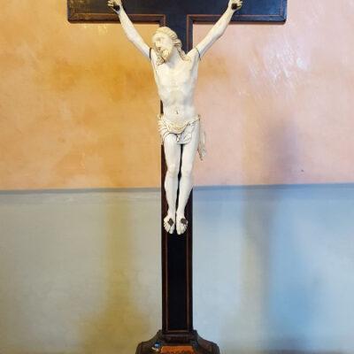 Cristo in avorio su croce-jpeg