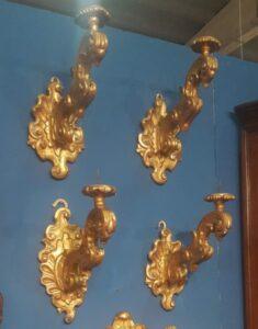 Bracci in legno dorato a mecca