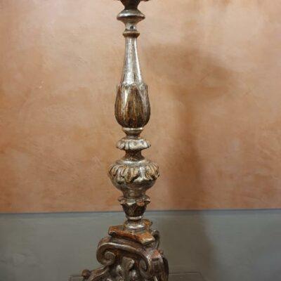 Candeliere in legno argentato