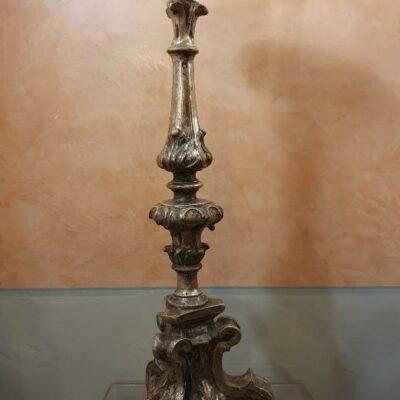 Candeliere in legno argentato. Luigi XV Parma H 80cm