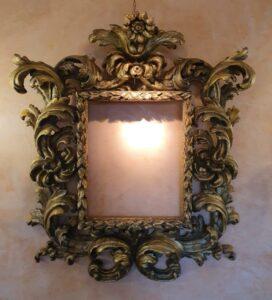 Importante cornice bolognese intagliata e dorata. Inizio XVII secolo