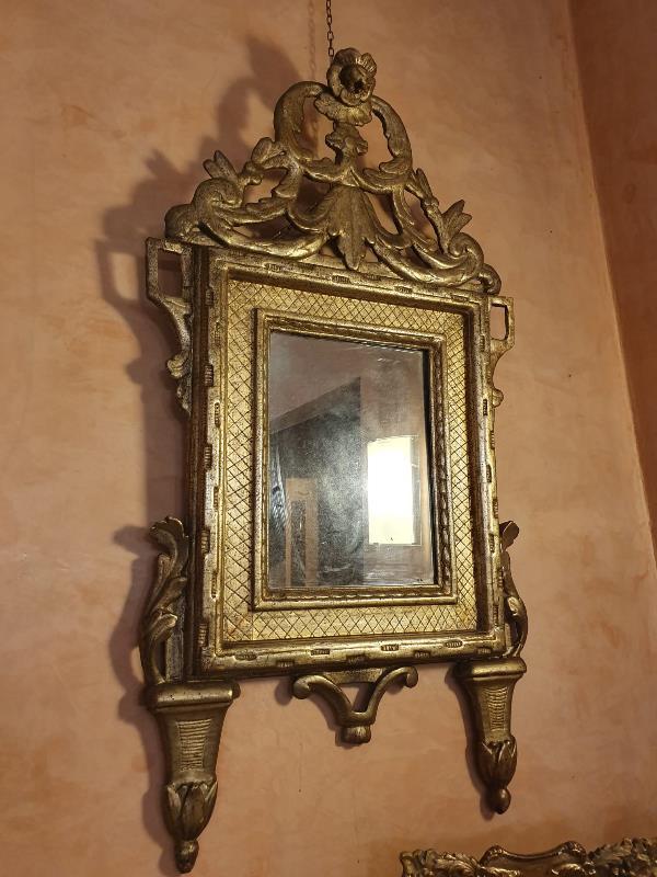 Specchiera in legno dorato a mecca