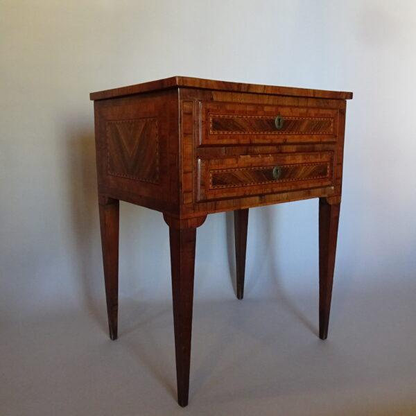Tavolino da lavoro lombardo fine secolo XVIII-1