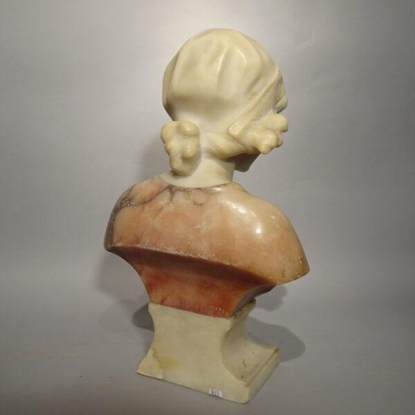 Busto in marmo raffigurante ragazza inizio XIX sec