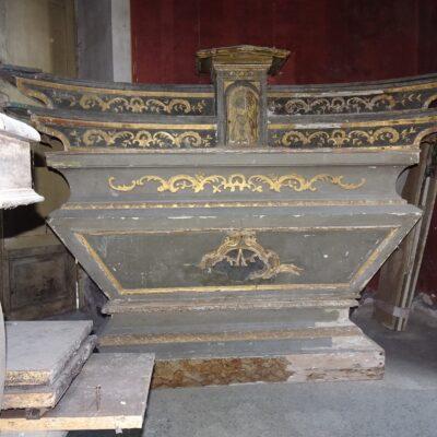 Altare in legno laccato e dorato XVIII secolo