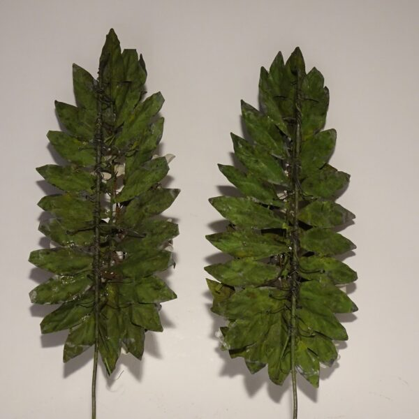 Coppia di steli in lamierino con fiori in bisquit XIX sec.-3