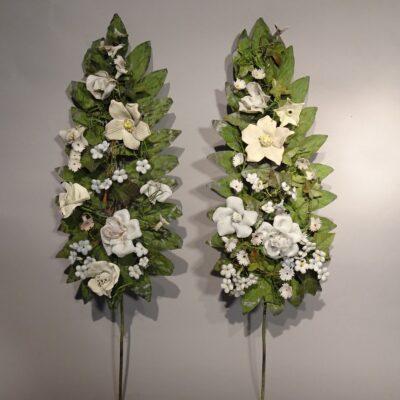 Coppia di steli in lamierino con fiori in bisquit XIX sec.