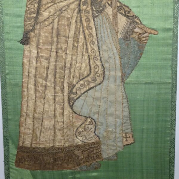 Ricamo su seta raffigurante Vescovo XVIII secolo-3